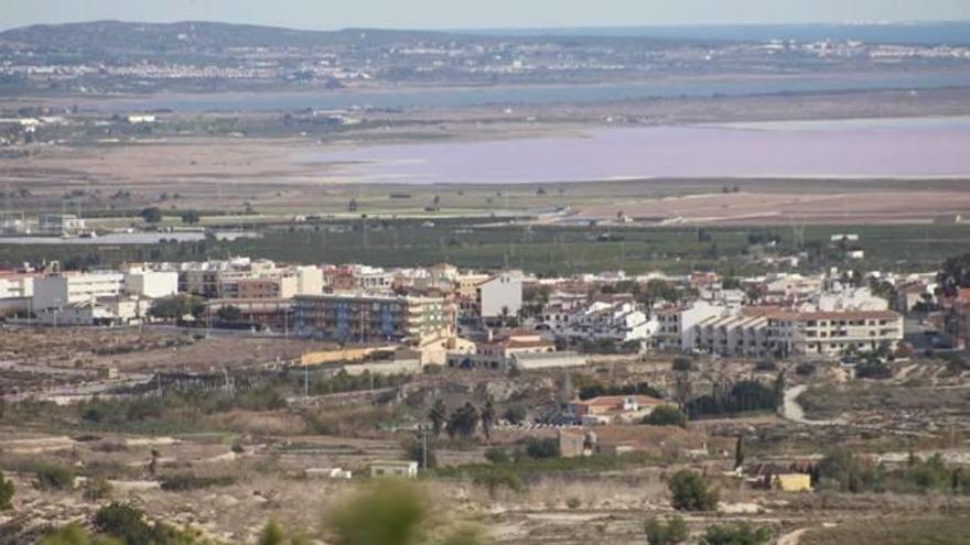 El Ayuntamiento reclama justificar la situación económica con dos años de retraso a los vecinos con bonificaciones del recibo del agua