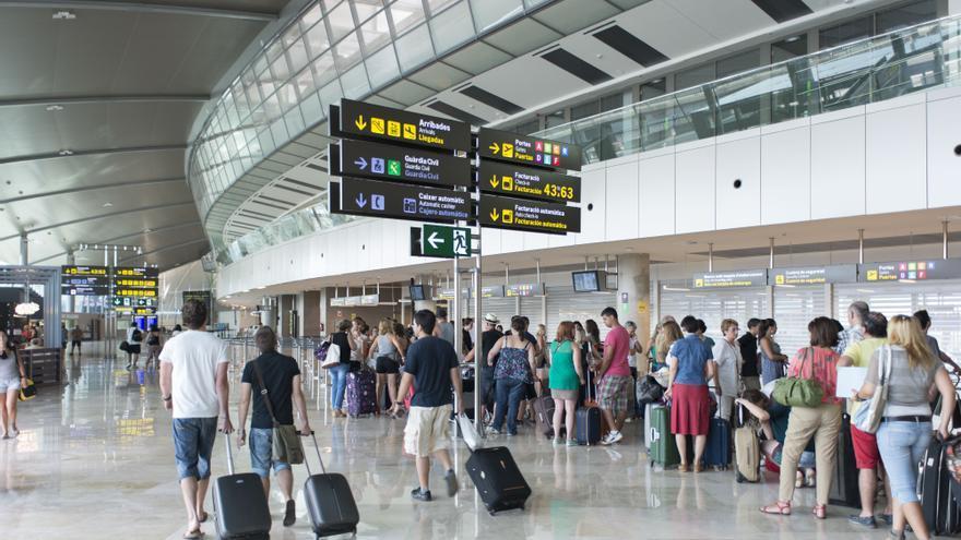 Las llegadas a aeropuertos valencianos repuntan en abril aunque siguen a años luz del nivel precovid