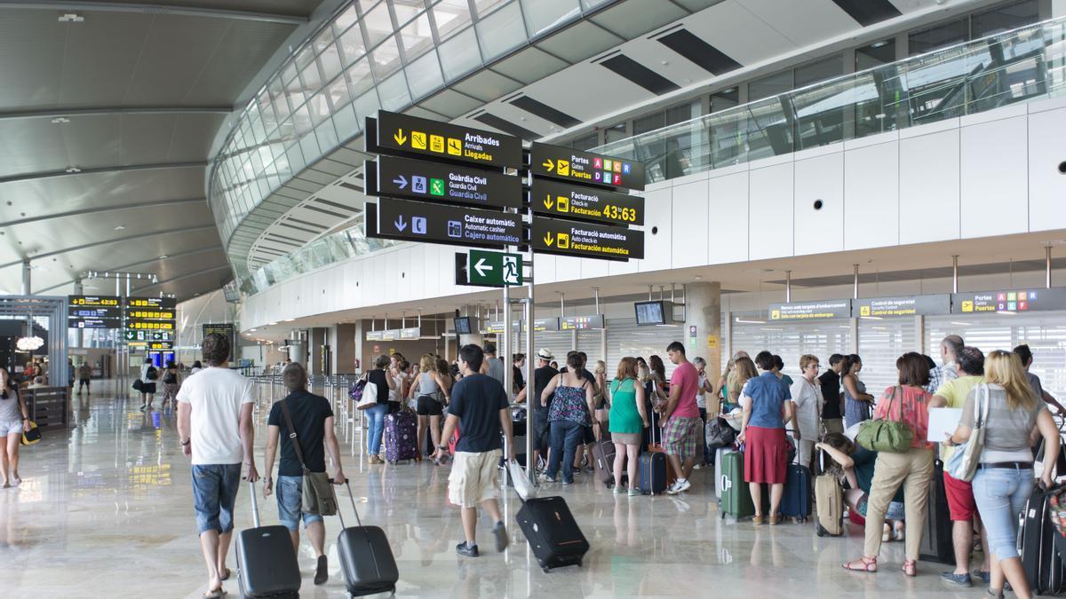Terminal de embarque del aeropuerto de Manises.