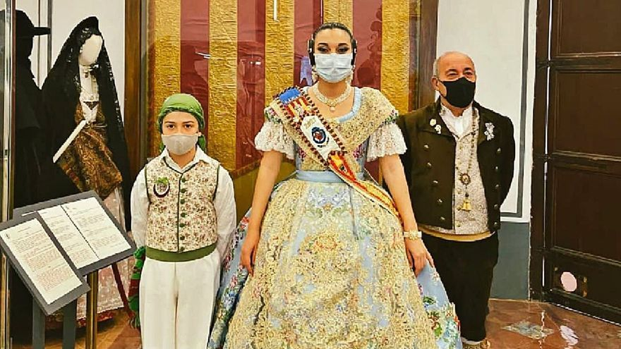 Burjassot: Domingo Orozco apoya la campaña «Salvem la indumentaria»