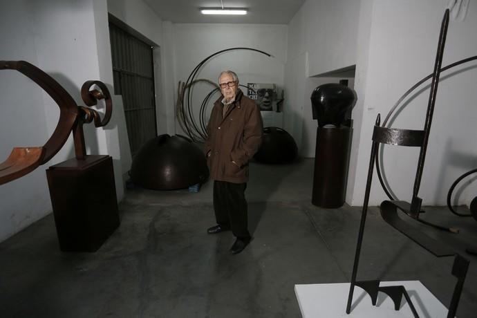 El escultor canario Martín Chirino en su casa en las afueras de Madrid..KIKE PARA.