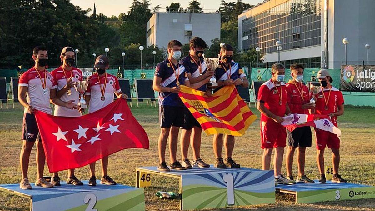 Imagen de la selección de Castilla y León en el podio de la cita nacional.   Cedida