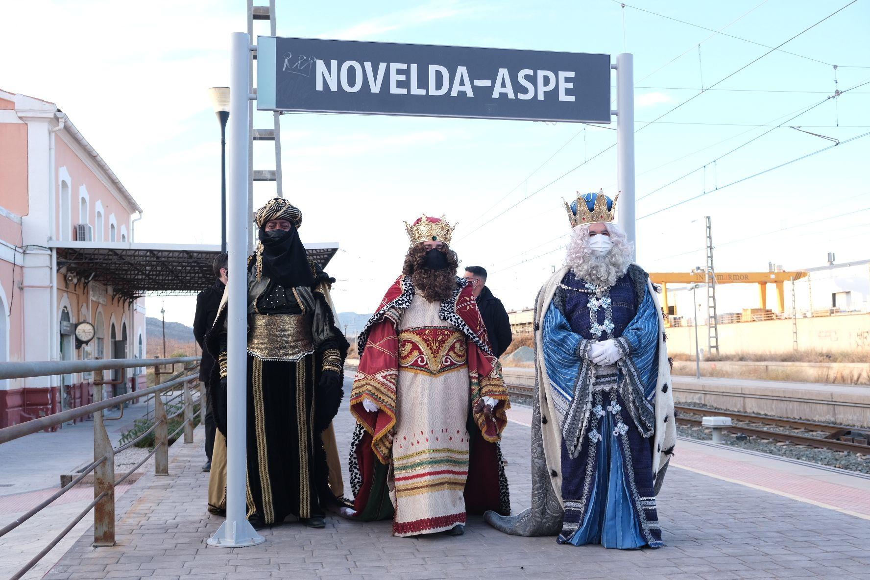 Los Reyes Magos llegan a Novelda en tren