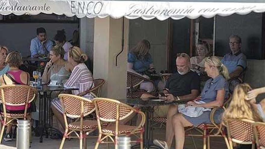 Wirte und Gäste wettern gegen das Rauchverbot auf Mallorca