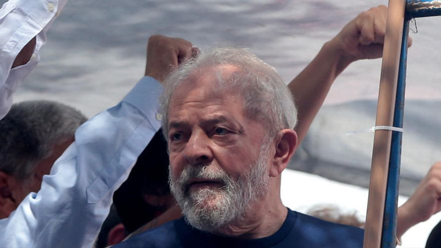Lula da Silva surt de presó per anar al funeral del seu nét