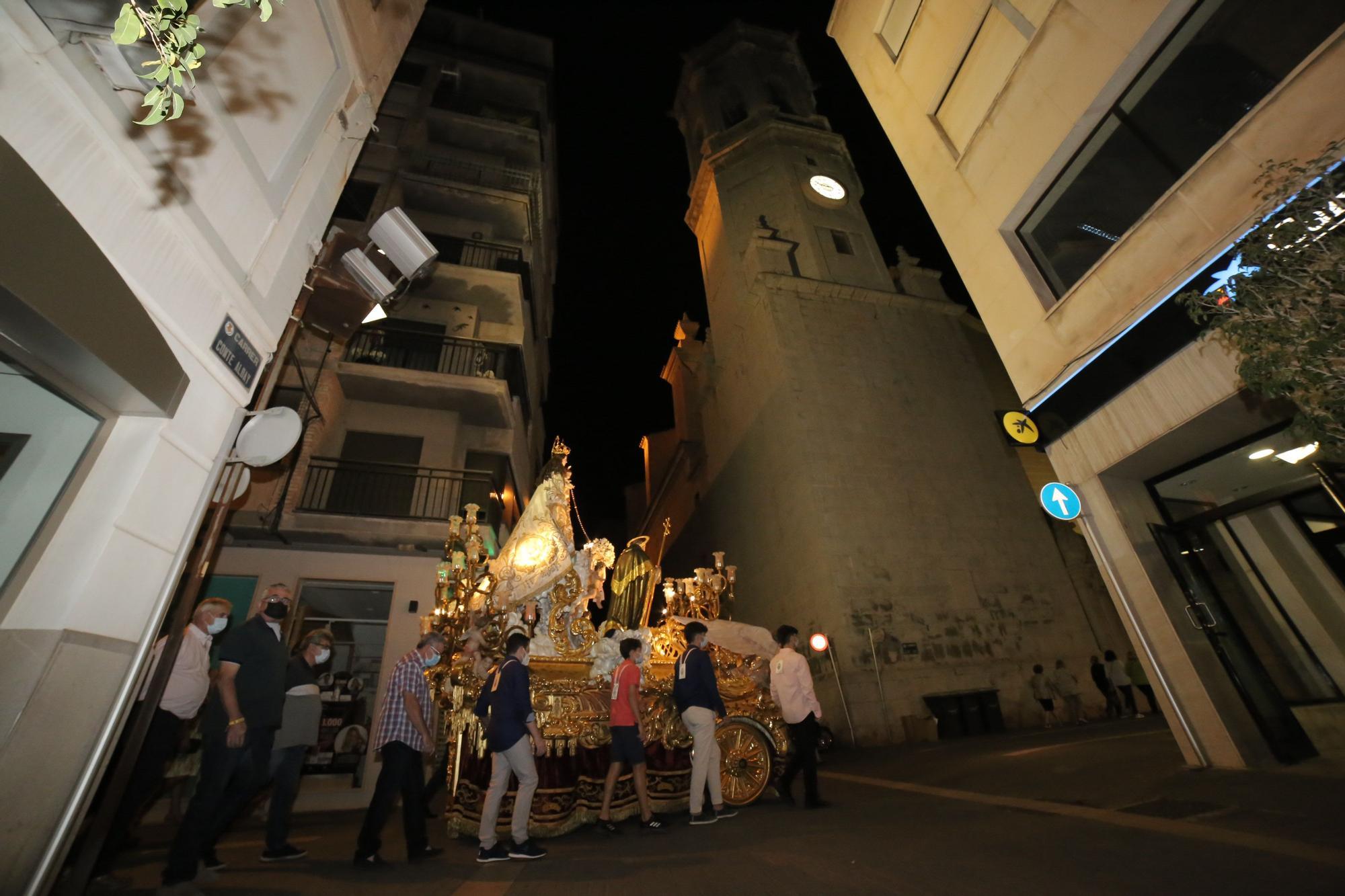 La Virgen del Rosario llega a la arciprestal para sus fiestas en Vila-real