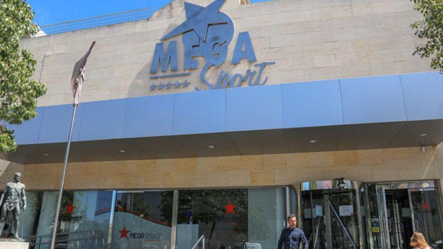 El grupo Cursach entrega 71 notificaciones de despido a trabajadores del MegaSport