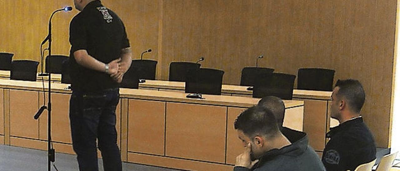 El juez absuelve a dos guardias y dos vecinos acusados de estafa en Guía