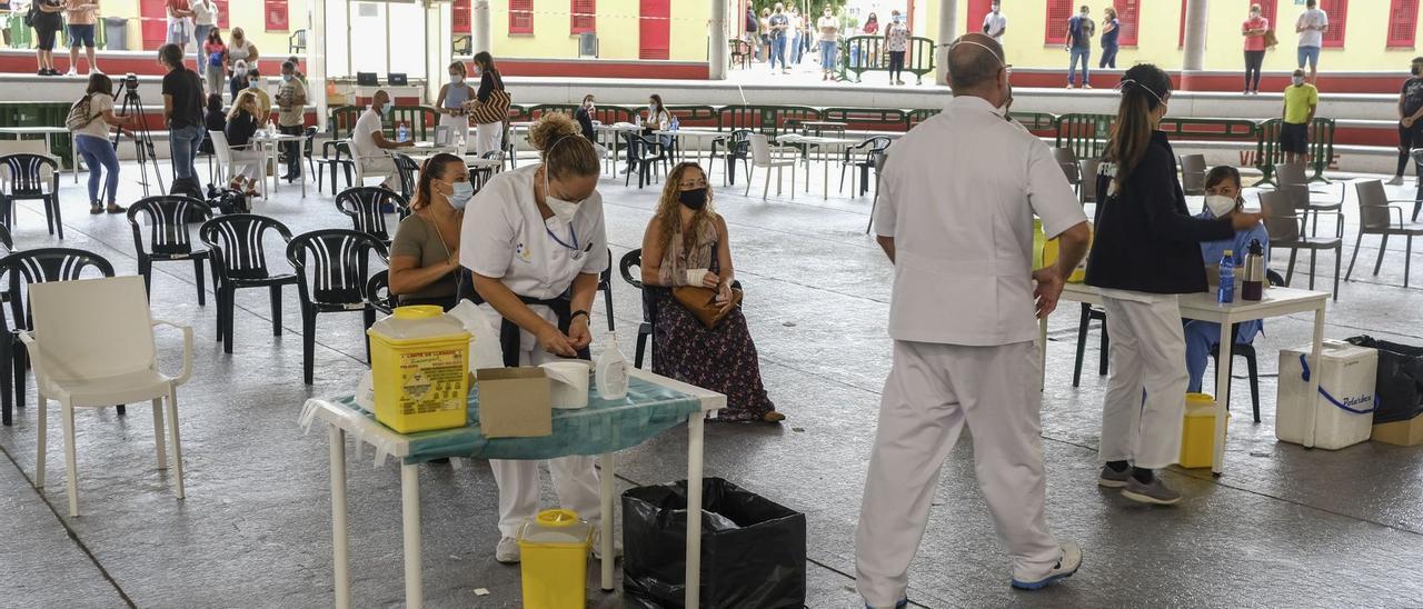 Canarias registra cuatro muertes por covid y vuelve a rozar los mil contagios diarios