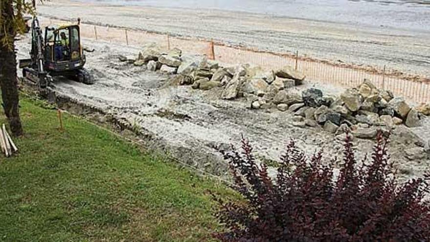 Demarcación de Costas repara los accesos a la playa da Ribeira dañados por temporales