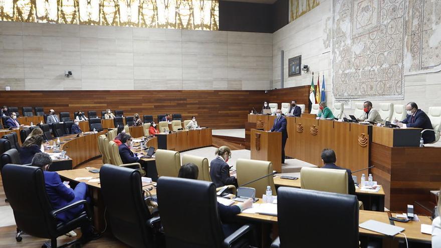 """La oposición acusa a Vara de ofrecer """"lo mismo de siempre"""" y pide propuestas """"radicales"""""""