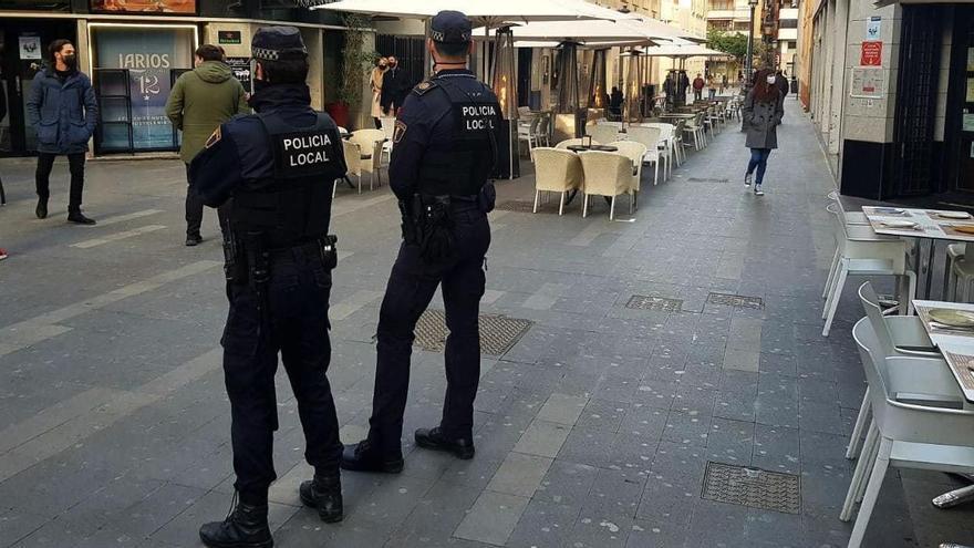 Operación puente de San José en Alicante: 67 denuncias, dos botellones y 10 fiestas en viviendas