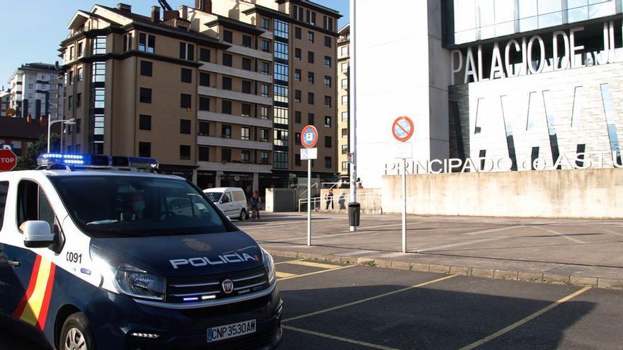 A prisión dos de los cuatro turistas acusados de violar a dos chicas en un alojamiento de Gijón