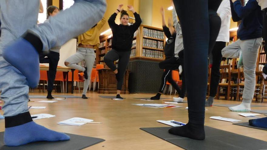 Prova pilot a Manresa per practicar mindfulness i ioga als instituts