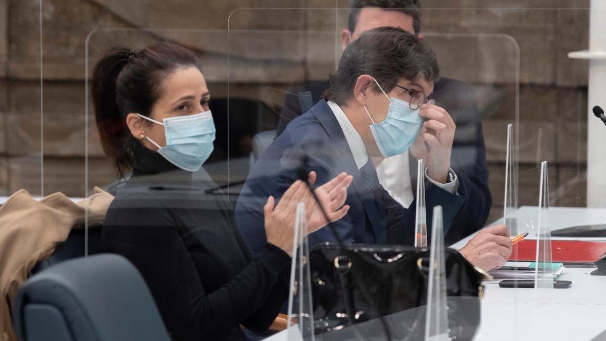 La vacunación de Villegas protagoniza el pleno por la gestión de la pandemia