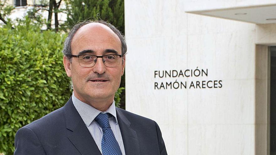Juan García-Bellido Capdevila: «El miedo atávico a los agujeros negros es infundado»