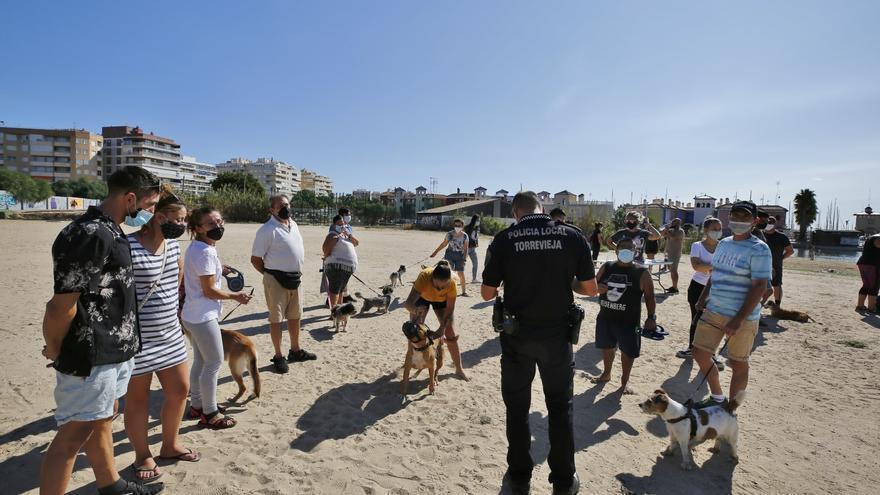 """Concentración para reclamar """"playas caninas dignas"""" en el Acequión de Torrevieja"""