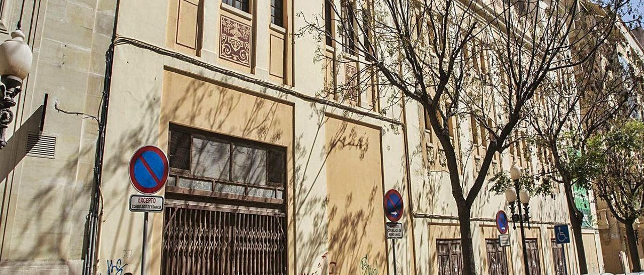 El antiguo cine Ideal de Alicante, en una imagen de archivo. PILAR CORTÉS