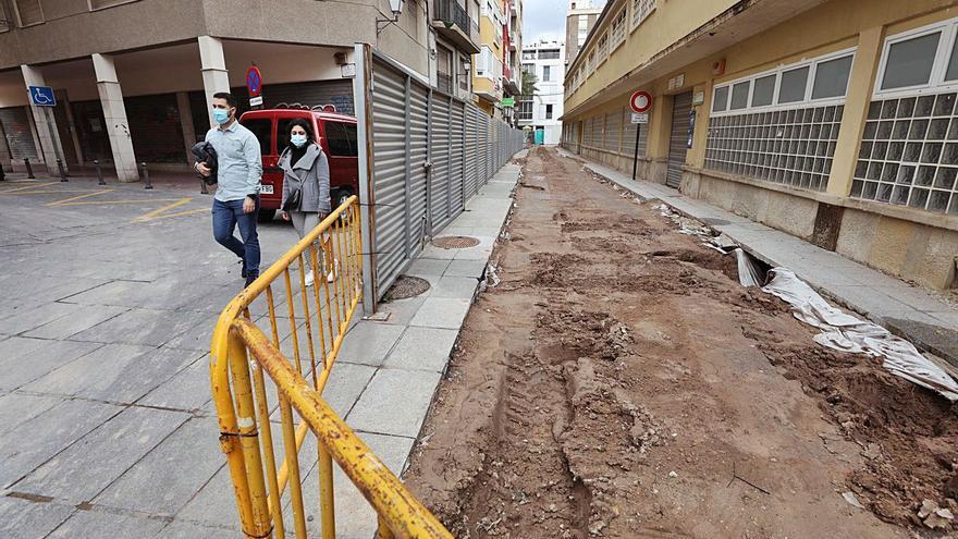 El Ayuntamiento cubre en tiempo récord las catas del Mercado a  pesar de la lluvia