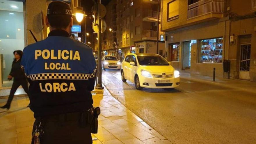 Desalojan una fiesta con 12 personas en un piso de Lorca en Navidad