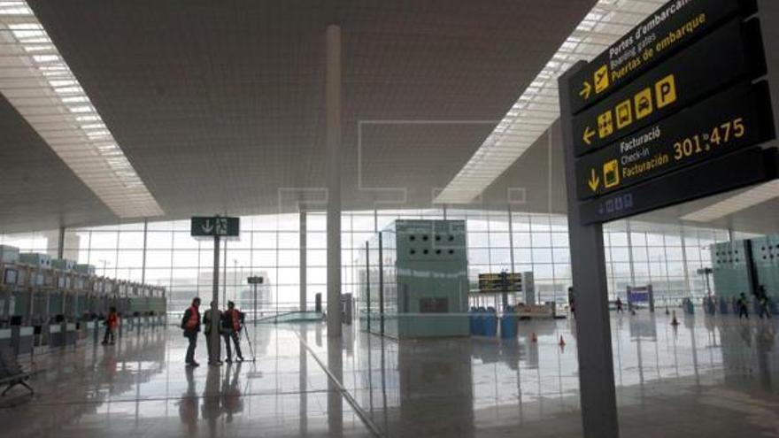 Dues menors passen soles 4 dies en l'aeroport de Barcelona