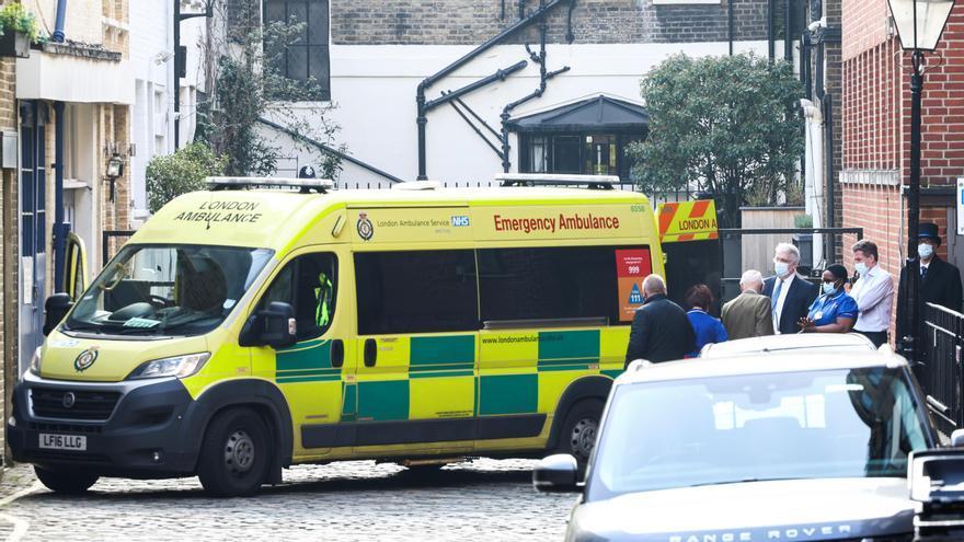 Una imagen de archivo de una ambulancia en Londres.