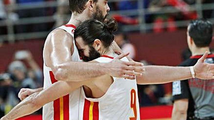L'equip espanyol remunta, supera dues pròrrogues i disputarà la final