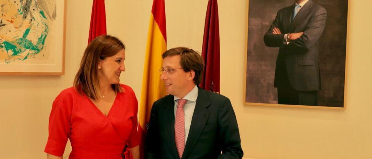 María José Català ayer con José Luis Martínez-Almeida.