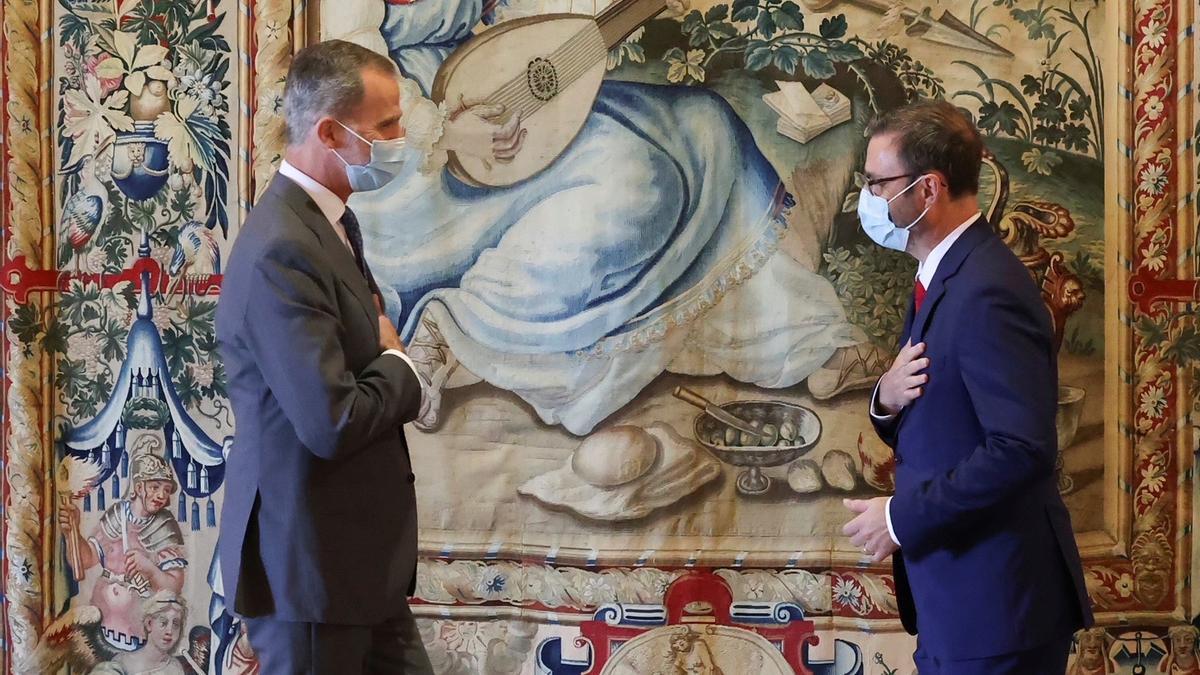 El Rey junto al alcalde de Palma.