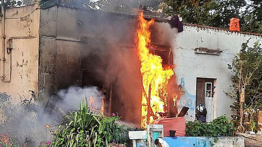 La casa que ardió en San Lázaro se convierte en foco de inseguridad