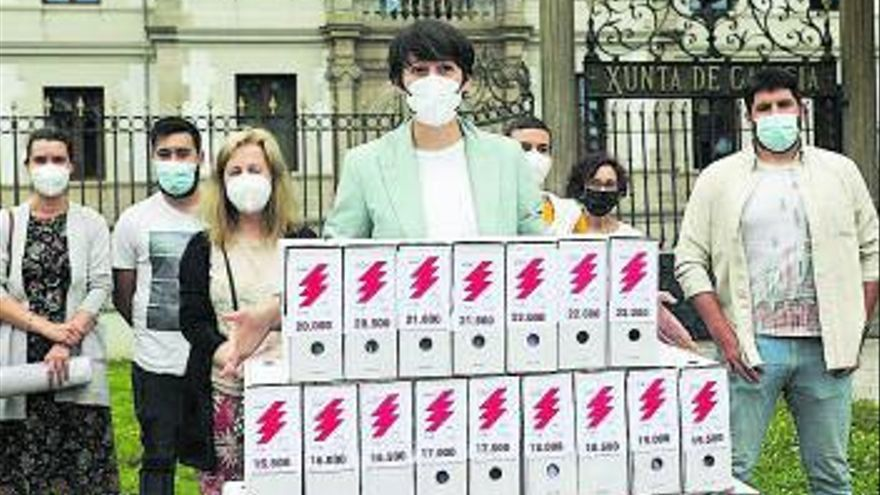 """23.600 firmas del BNG contra """"la estafa de la luz"""""""
