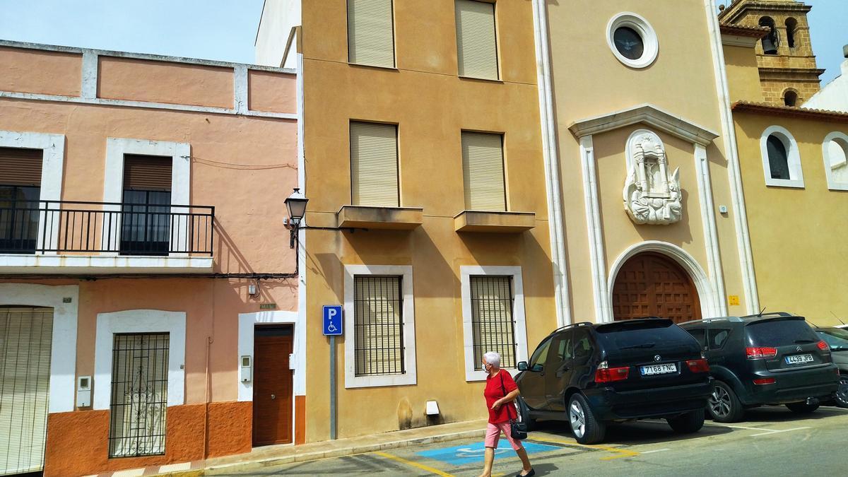 La Iglesia ha alquilado la Casa Abadía, en la imagen, a una empresa que abrirá un velatorio
