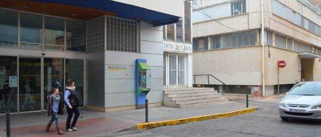 Vila-real escucha a los comerciantes y retrasa a verano el grueso del derribo de los juzgados