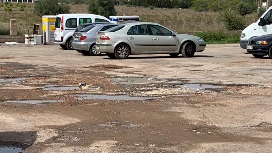Vecinos denuncian el mal estado de un solar junto al polifuncional de San Agustín en Castelló