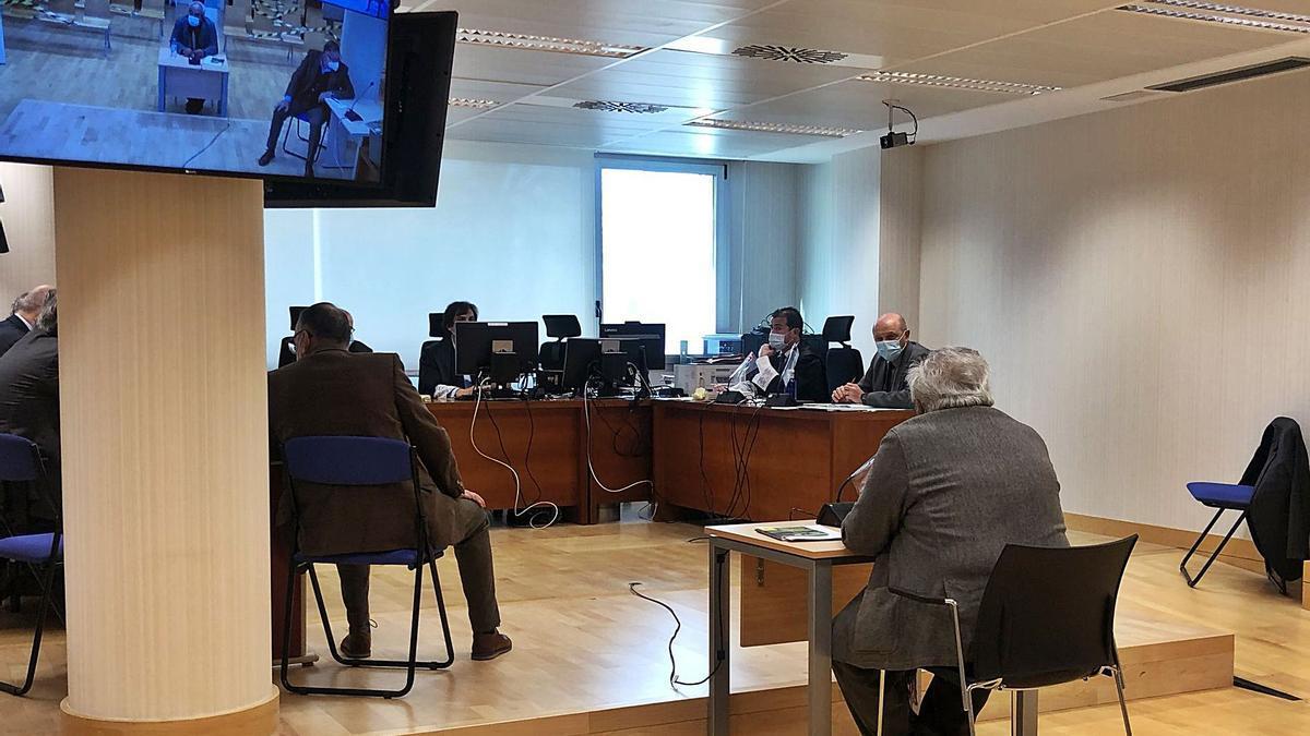 El exalcalde de Bigastro, José Joaquín Moya, durante su declaración ante el jurado popular en la Audiencia de Elche. | I. J. INIESTA