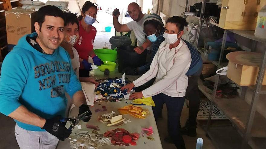 El parc de Can Marín recobra vida con residuos plásticos