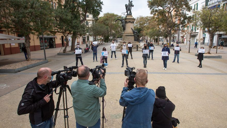 Las patronales de Ibiza advierten: 'O remamos juntos o nos hundimos todos'