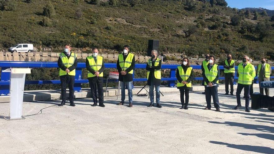 Ábalos supervisa las obras de la N-232 en el Puerto de Querol, ejecutados al 75%