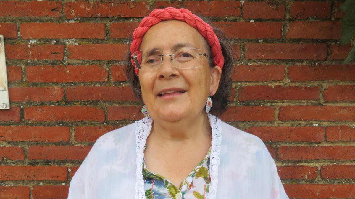 Victoria Gulllón, narradora de historias y romances