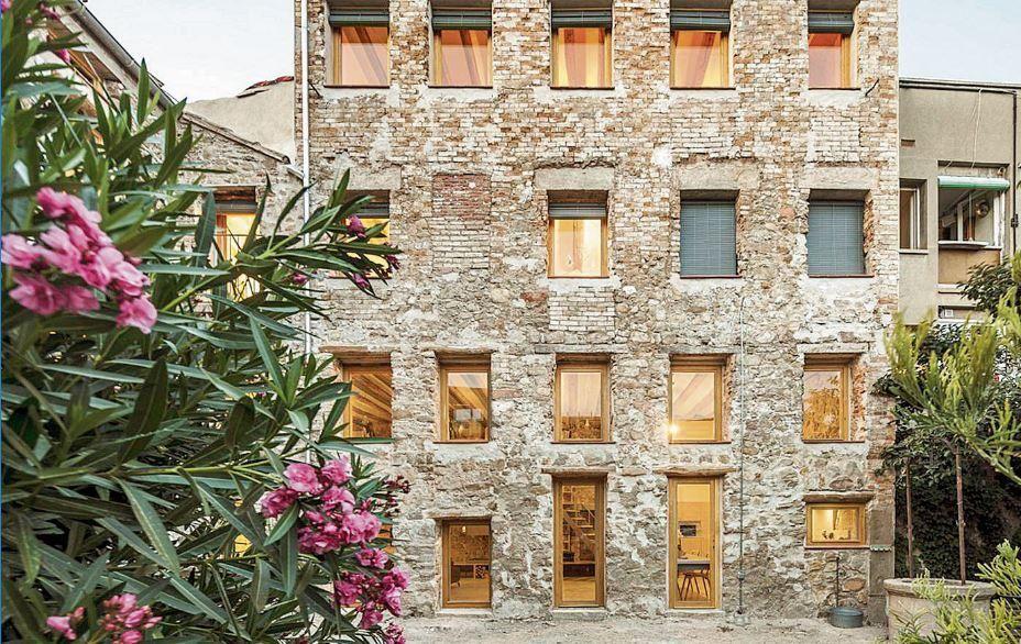 Conversió d'una fàbrica del XIX en un habitatge del XXI al barri del Rec
