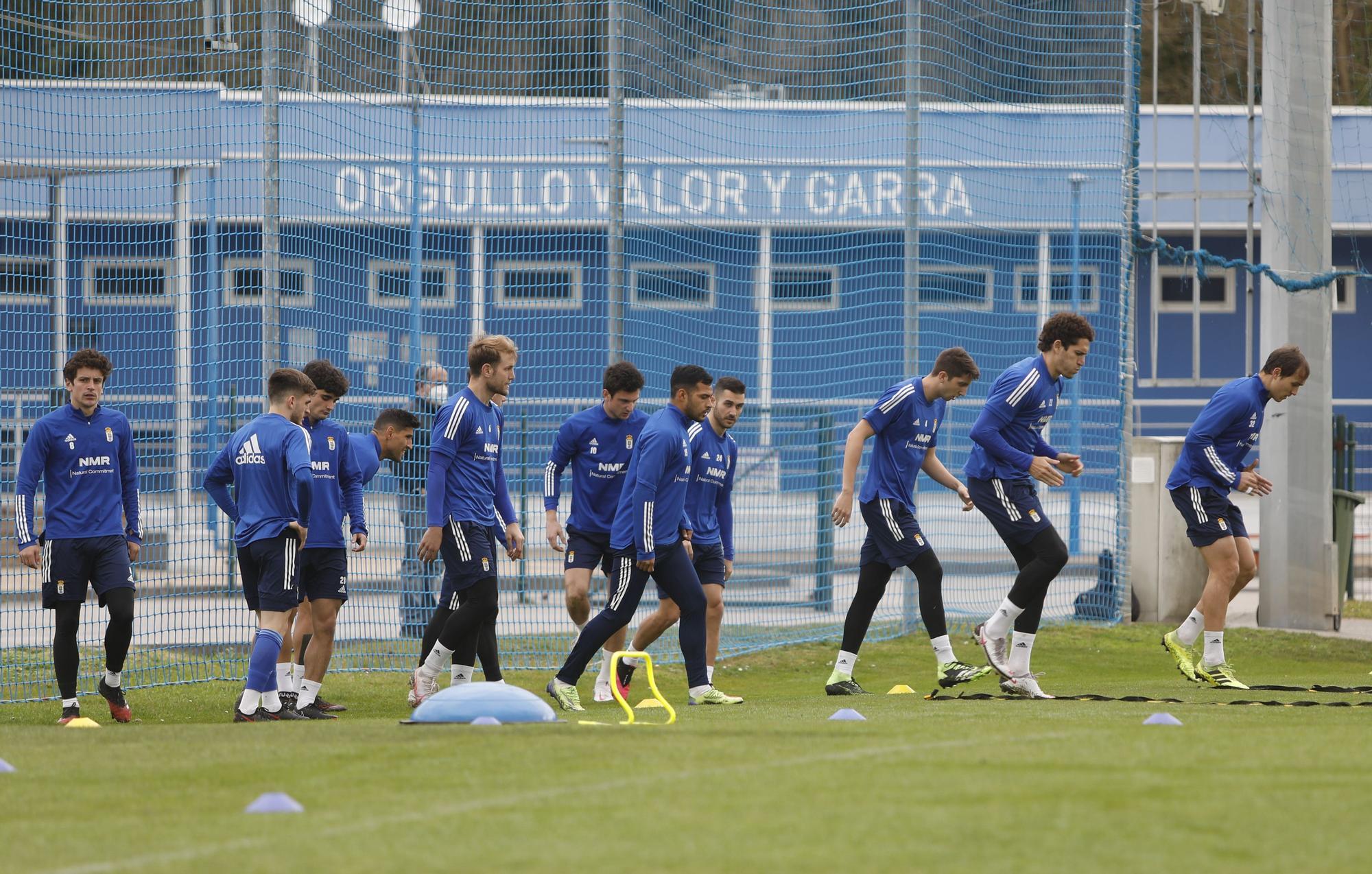 Arnau y Federico siguen el entrenamiento del Oviedo