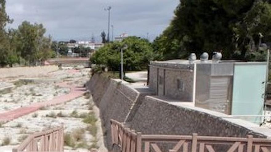 El Ayuntamiento impulsa el proyecto para construir una nueva pasarela peatonal de acceso a la playa de la Albufereta por el barranco de Orgegia