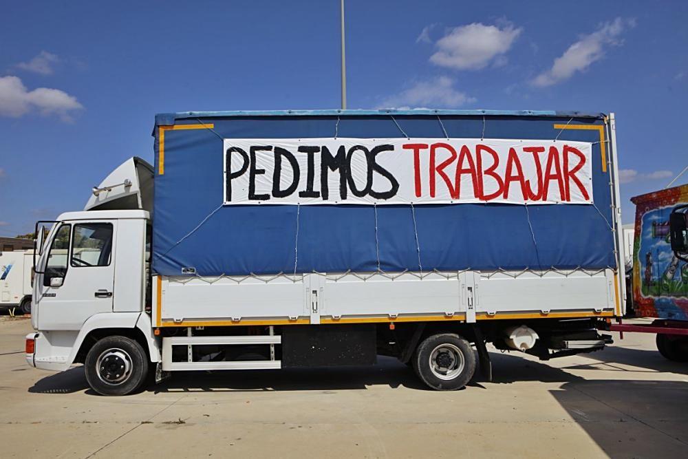 Nur zwei Wochen nach Beginn der Fira del Ram mussten die Schausteller wegen der Pandemie ihre Fahrgeschäfte schließen. Einige harren noch immer auf dem Gelände aus.
