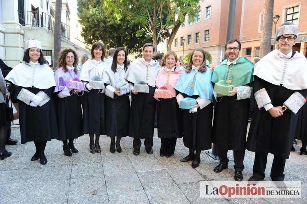 Rosamaría Alberdi, primera enfermera doctora honoris causa de España por la UMU