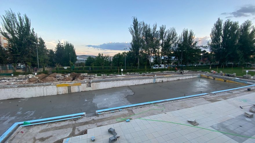Requena ultima las obras de su piscina municipal