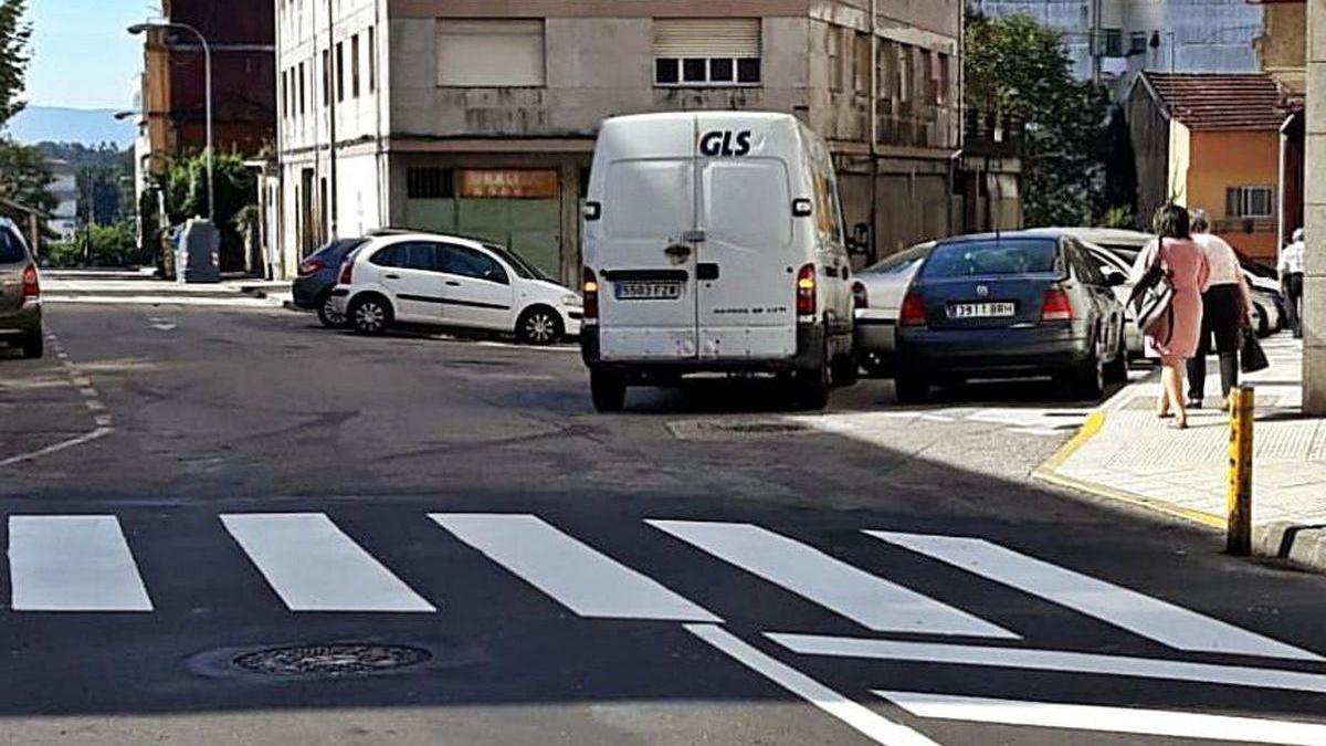 Uno de los pasos de peatones reformados en Ponteareas.
