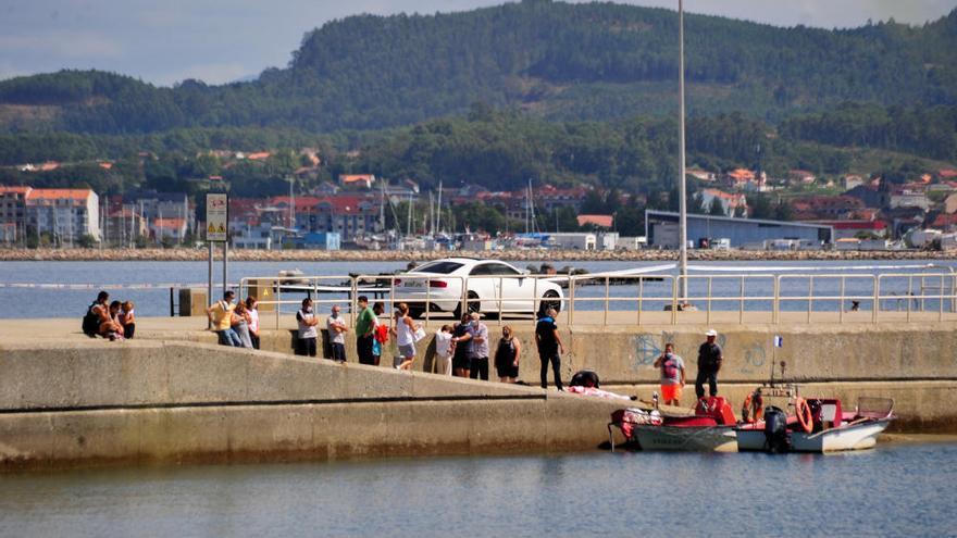 Muere un marinero tras chocar contra una batea en A Illa