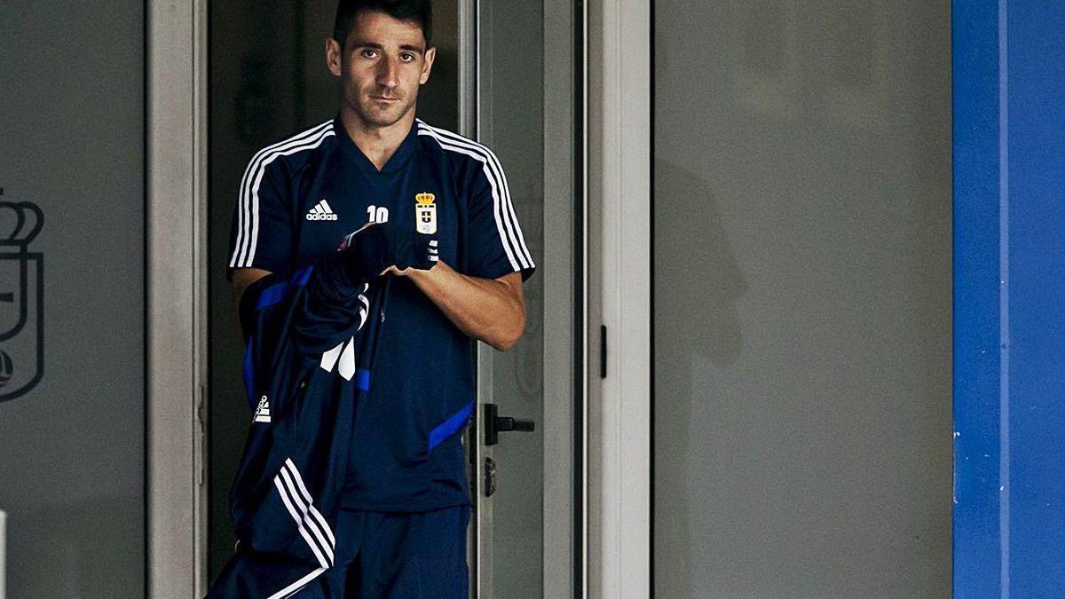 Saúl Berjón, saliendo de los vestuarios de El Requexón antes de un entrenamiento.