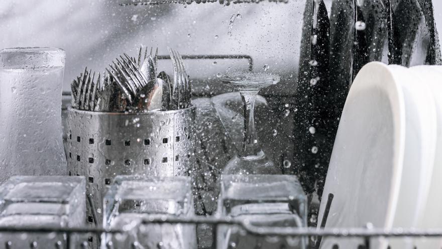 Cinco trucos para que tus platos salgan limpios y relucientes del lavavajillas