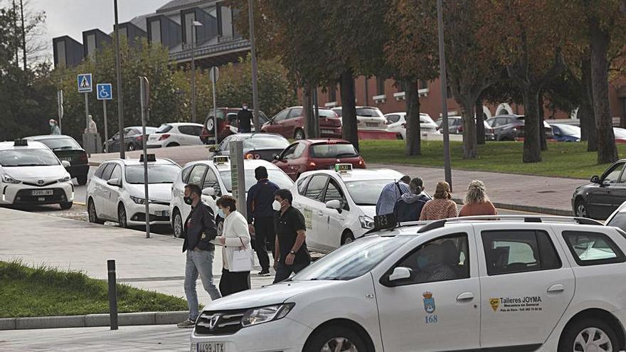Los trámites burocráticos retrasan al jueves el inicio de los descansos del taxi
